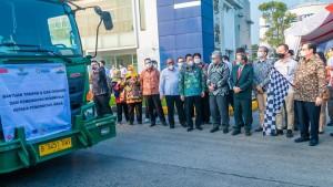 Truk Kontainer Pengangkut Oksigen Dari Indonesia Ke India Mulai Bergerak