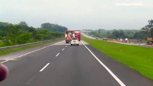 Pengemudi Mobil Penumpang, Waspadai Bahaya Di Sekitar Bus Dan Truk