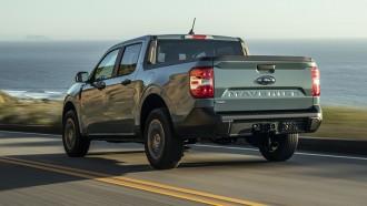 Bangga Tembus 12,8 Km/L, Penggemar Ford Maverick Buat Stiker Kaca