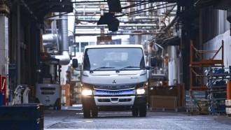 Mitsubishi Fuso Upgrade Fitur Keselamatan Truk Listrik eCanter