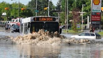 Bus Listrik, Amankah Melintas Banjir?
