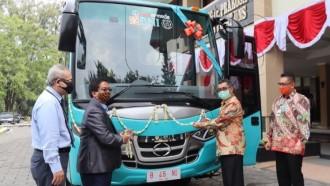 Rayakan HUT Ke-74, BNI Hibahkan Bus ke Beberapa Universitas Negeri