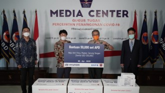 Hyundai Kucurkan Dana Bantuan Rp 8,2 Milyar Untuk APD Tenaga Medis