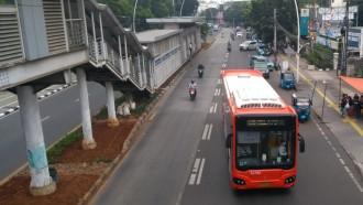 PSBB Total Jakarta, Transportasi Umum Terbatas, Logistik Dibolehkan