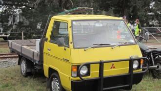 Mitsubishi L300 (1) 'Dinosaurus' Legenda Angkutan Orang Dan Barang