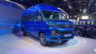 Tata Winger, Pesaing Toyota HiAce Asal India