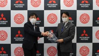 Mitsubishi Buat Pelindung Wajah Untuk Perangi Corona