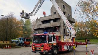 Truk Pemadam Kebakaran Unik Ini Punya Tangga Tertinggi di Inggris