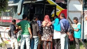 Mengharukan! Bus NPM Bawa Pemuda Terlantar Bertemu Keluarga