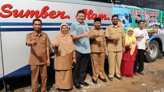 PO Sumber Alam Sumbangkan Bus Sekolah ke Sumatra Barat