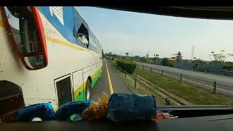 Viral, Aksi Bus Oleng Akibatkan Celaka di Tol Merak