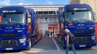 Intip Bongkar Muat Tim MotoGP Redbull KTM Tech3 Dari Truk di Barcelona
