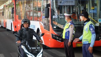 Gratis! Enam Bus Metrotrans Siap Layani Jemaat Misa Natal Gereja Katedral