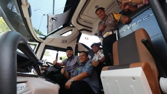 Peluncuran Armada Baru PO NPM, Walikota Sempat Duduk Di Belakang Kemudi