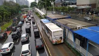 Ada Masker dan Wastafel Portabel Disabilitas Di Halte Transjakarta