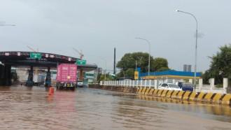 Banjir Surut, Jasa Marga Kembali Buka Seluruh Gerbang Tol yang Kemarin Ditutup