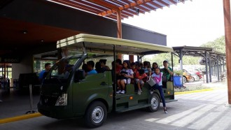 Di Cebu Filipina, Pikap Super Ace Disulap Jadi Mobil Wisata Keliling Taman Safari