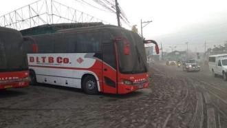 Bus AKAP di Filipina Mandi Debu Akibat Erupsi Gunung Taal