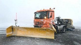 Daimler Pamer Truk Otonom Pembersih Salju