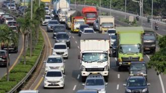 Berada Di Sekitar Truk Atau Bus? Perhatikan Beberapa Hal Ini
