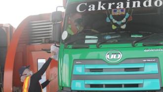 Cegah Penyebaran Corona, Astra UD Trucks Beri Masker Dan Vitamin Ke Pengemudi Truk