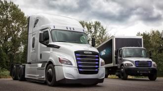 Daimler AG Tidak Takut Hadapi Sikap Agresif Tesla Garap Truk Listrik
