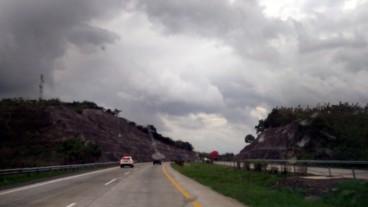 Selama Lebaran, Jalan Tol Regional Beroperasi Normal