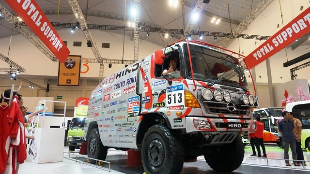 GIIAS 2018: Pereli Hino Dakar Teruhito Sugawara Sapa Pengunjung GIIAS 2018