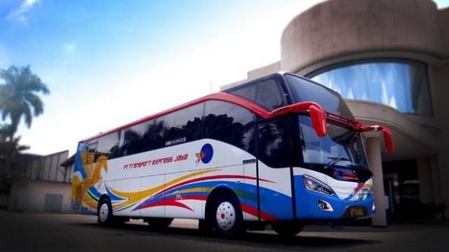 Satu Lagi Bus Asal Sumbar Pakai Bodi Morodadi Prima, PO Transport Express