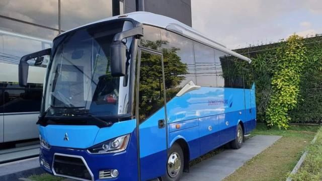 Karoseri Laksana Kembali Hadirkan Bus Medium Kaca Tunggal