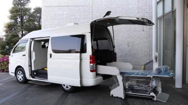 Toyota HiAce Dioprek Jadi Ambulans Pasien Covid-19