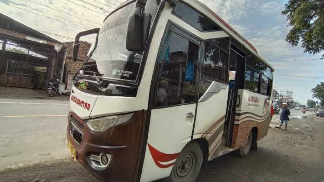 Mencicip Sensasi Bus Tuyul, Ongkosnya Tergantung Nego!
