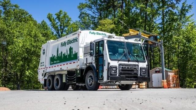 New York Siap Andalkan Truk Sampah Listrik Mack LR Electric