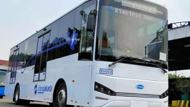 Ini Perbedaan Bus Listrik Skywell Dan BYD Transjakarta