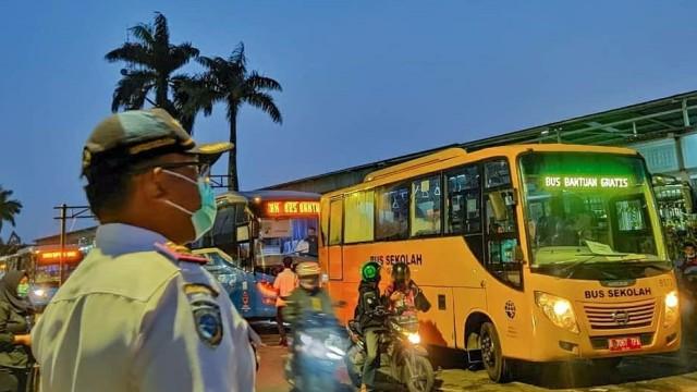 Bus Sekolah Jadi Armada Evakuasi Pasien Corona