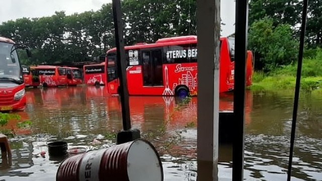 Banjir Lumpuhkan Aktivitas Trans Semarang