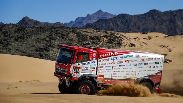 Team Hino di Rally Dakar Lakukan Strategi ini