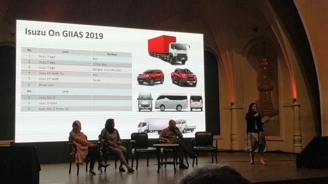 GIIAS 2019: Isuzu Pamerkan Traga Versi Minibus dan Elf NMR 71L Versi Chiller Box