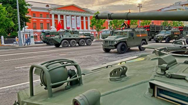 Jajaran Truk Militer Rusia Jadi Daya Tarik VE Day Di Moscow