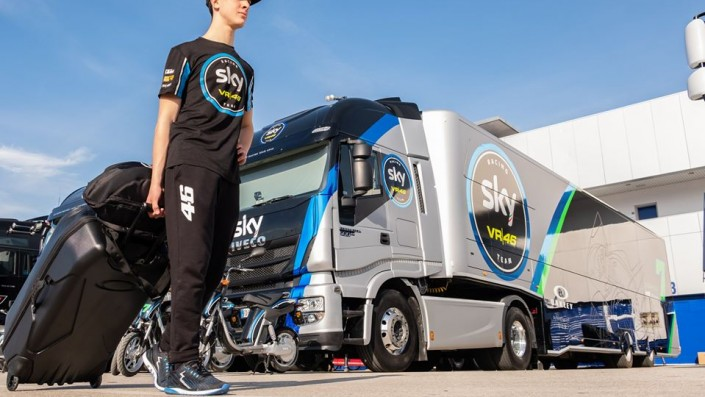 Tim MotoGP Sky VR46 Pamer Konvoi Truk