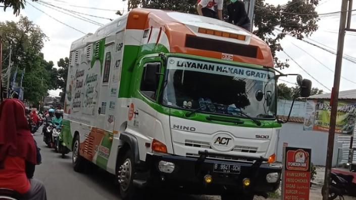 Berbagi Di Bulan Puasa, Humanity Food Truck ACT Hadir Di Sulawesi